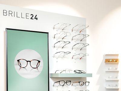 Optiker an - g - sehen Augenoptik Bild 1